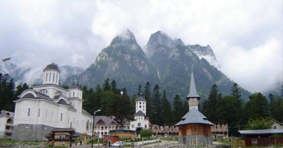 Manastirea-Caraiman-Busteni